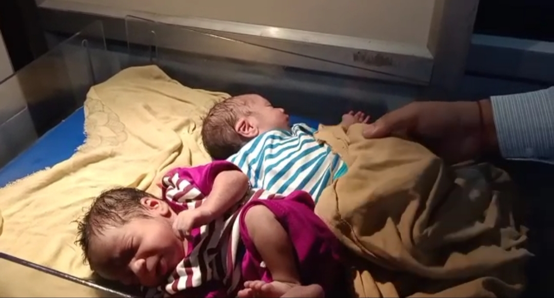 तीसरी बार में महिला ने जन्में तीन बच्चे !
