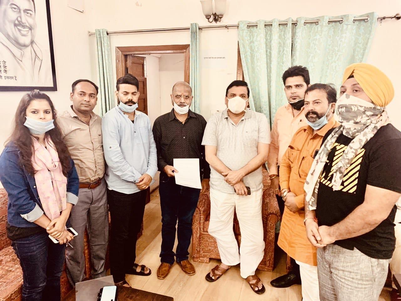 आम्रपाली के ख़रीदारों ने आम आदमी पार्टी के एम॰पी॰ एवं उत्तर प्रदेश के प्रभारी श्री संजय सिंह से मुलाक़ात कर समस्याओं से अवगत कराया