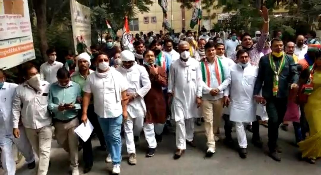 धान खरीद को लेकर और किसानों के साथ खड़ी कांग्रेस , प्रदेश में धरना प्रदर्शन और राज्यपाल को ज्ञापन