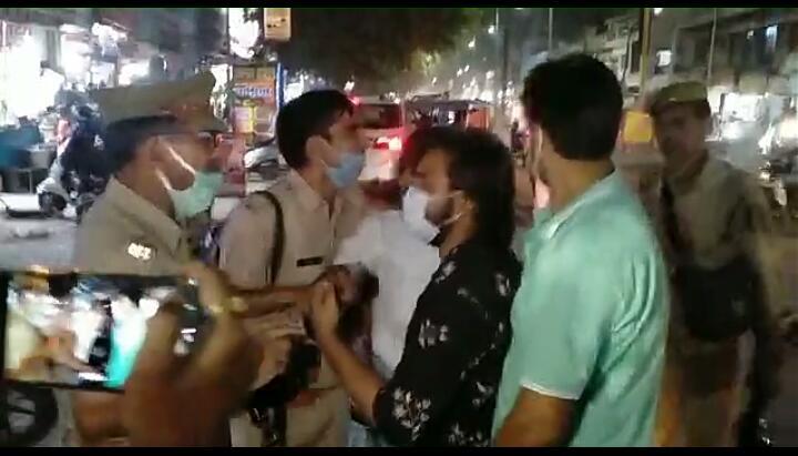 प्रदर्शन करने पर उग्रता दिखाने पर पुलिस ने भांजी लाठी, कई हिरासत में