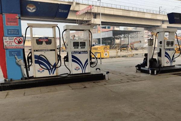 पेट्रोल पंप प्रदर्शन के चलते ठप, कर्मचारियों की तनख्वाह पर असर