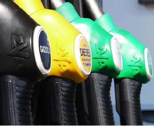 अभी नहीं है Petrol व Diesel की कीमतों में राहत की उम्मीद