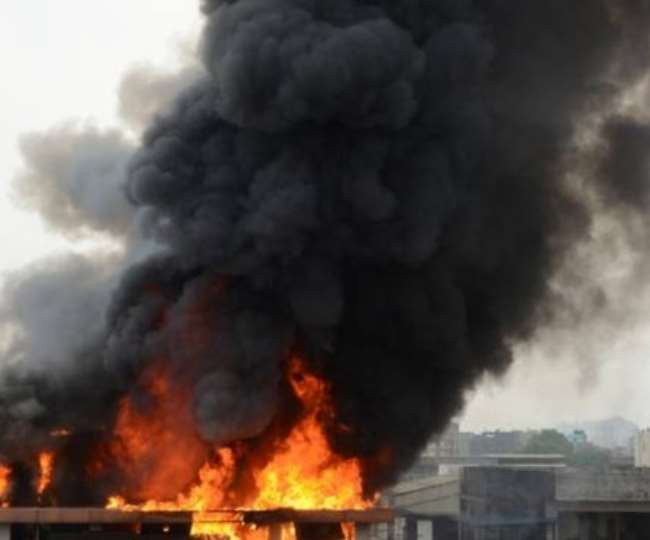 नोएडा सेक्टर-7 में स्थित म्यूजिक कंपनी के दफ्तर में लगी आग