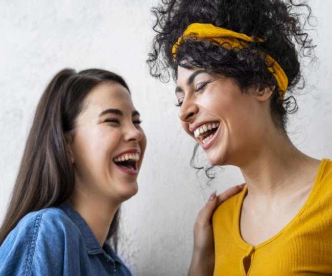 आप भी नहीं जानते होंगे खुलकर हंसने के ये 12 जबरदस्त फायदे