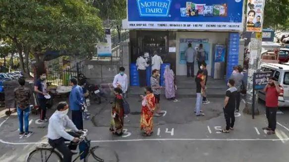 Amul के बाद Mother Dairy ने भी बढ़ाए दूध के दाम, दिल्ली-NCR वालों को अब इतना महंगा मिलेगा