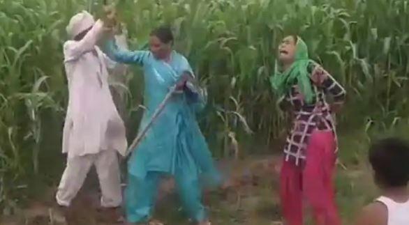 संपत्ति के झगड़े में ससुर ने विधवा बहु को खेत में पीटा, लोग बनाते रहे वीडियो